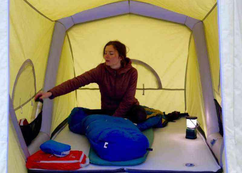 B-Turtle, une caravane gonflable posée sur une remorque à vélo