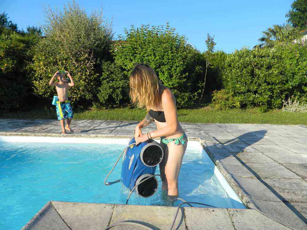 Zodiac rv 5480 iq test du robot nettoyeur piscine neozone - Robot piscine sans fil ...