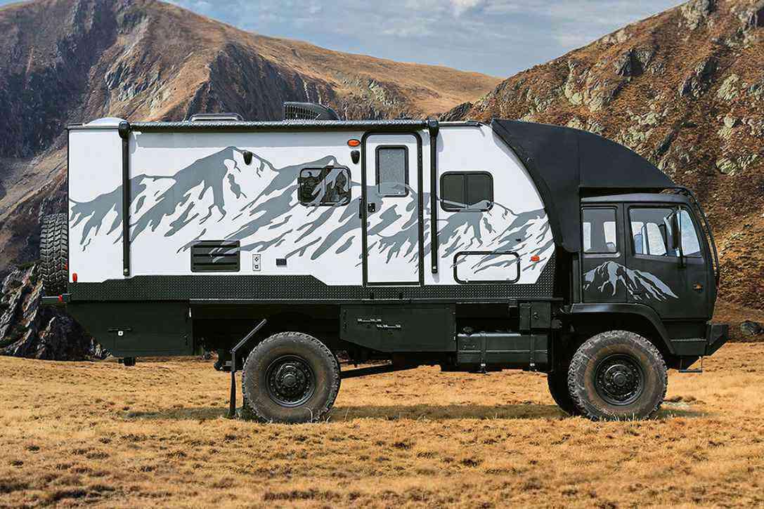 predator 6 6 le camion militaire reconverti en impressionnant camping car tout terrain neozone. Black Bedroom Furniture Sets. Home Design Ideas