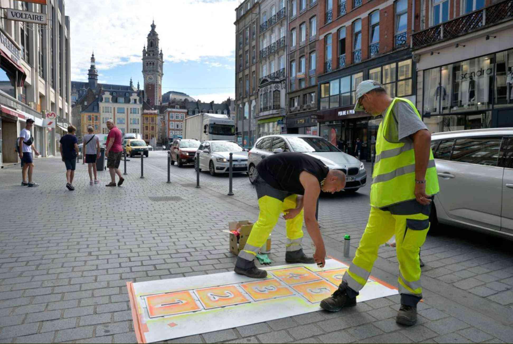 Lille: Des marelles pour guider les piétons jusqu'aux poubelles