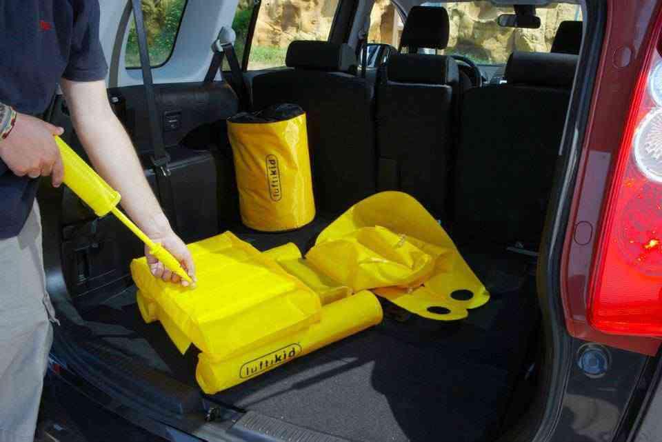 luftikid l 39 tonnant si ge auto gonflable qui agit comme un airbag neozone. Black Bedroom Furniture Sets. Home Design Ideas
