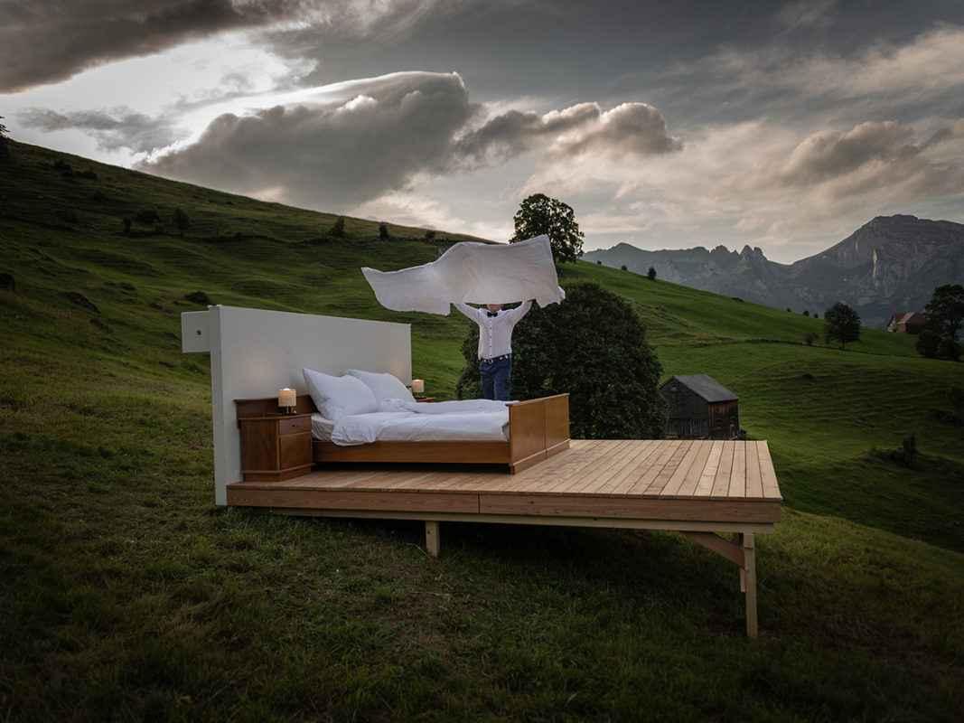 Null Stern, l'hôtel Suisse qui vous propose de dormir à la belle étoile dans une chambre sans toit, ni murs
