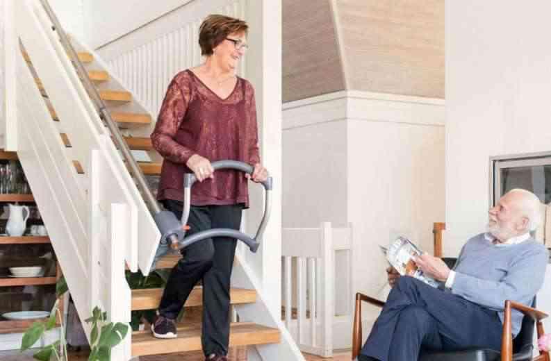 AssiStep : Un ingénieux dispositif non-motorisé pour aider à monter les escaliers et redonner de l'autonomie à ceux qui en ont besoin