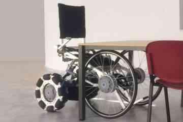 Un fauteuil roulant combiné à un exosquelette qui redresse les paraplégiques