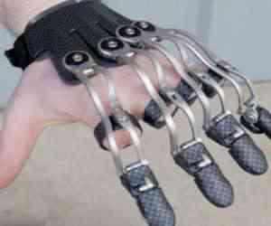 Naked Prosthetics, les prothèses de mains biomécaniques redoutablement efficaces