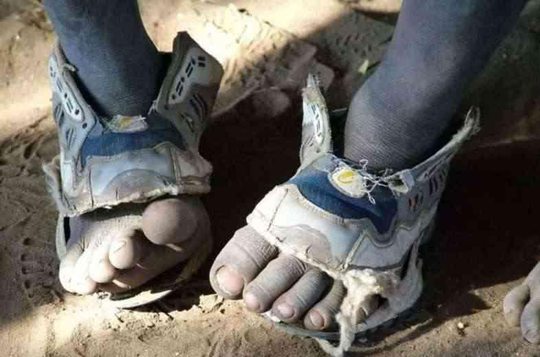 Because International, les chaussures qui s'adaptent à la taille du pied de l'enfant qui grandit