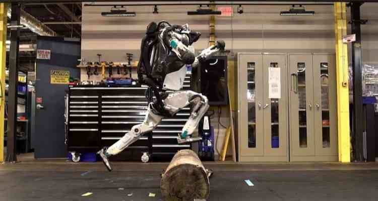 Le robot Atlas de Boston Dynamics est maintenant capable de faire du parkour.