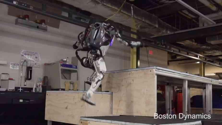 Le robot Atlas de Boston Dynamics est maintenant capable de faire du parkour.