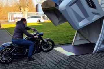 bikeBOX24, l'abri de moto mobile contre le vol et les intempéries