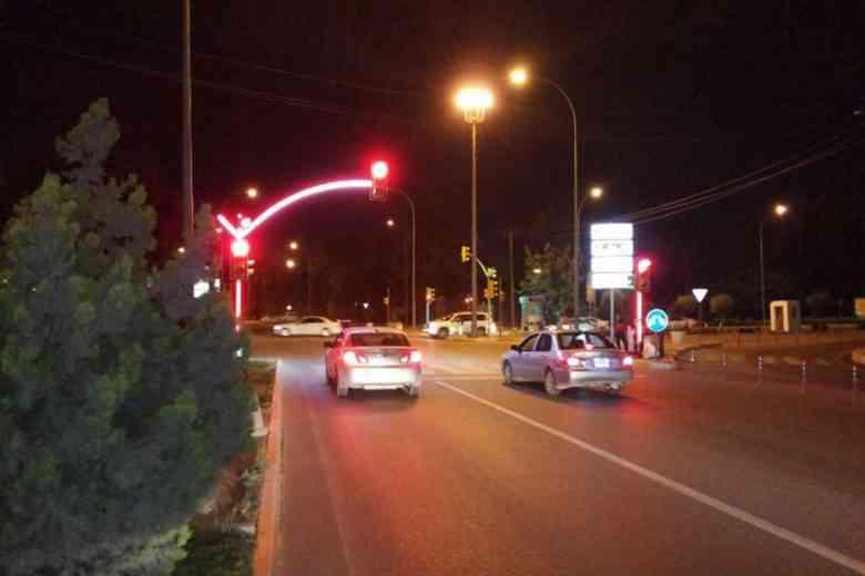 Certains feux tricolores en Turquie s'illuminent sur toute la longueur des poteaux