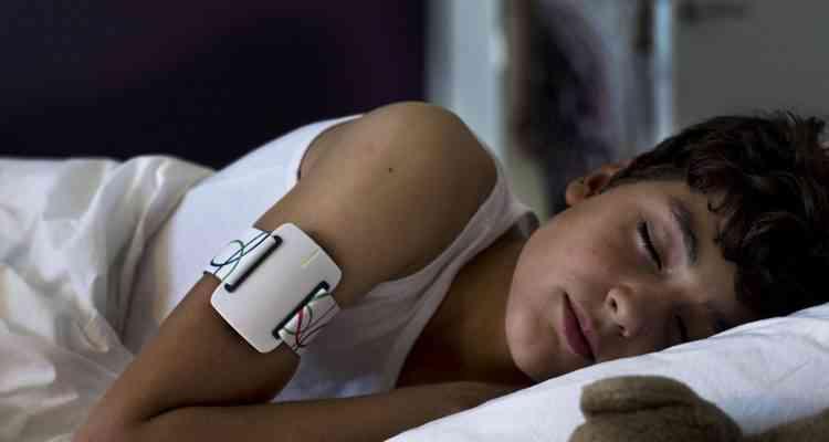 Nightwatch, le bracelet pour détecter les crises d'épilepsie nocturnes