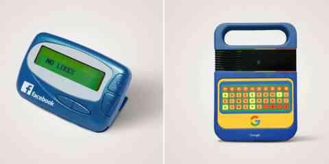 Il détourne des objets des années 80 en les estampillant de marques qui n'existaient pas à leur époque