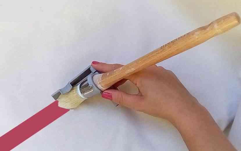 Un peintre Narbonnais invente un accessoire pour peindre sans déborder !