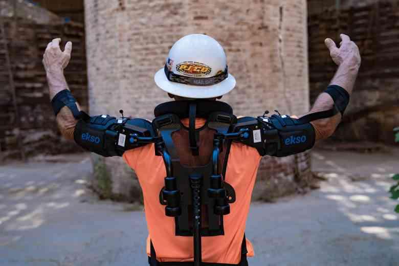 Eksovest, l'exosquelette qui réduit la pénibilité des salariés sur les chaînes de production