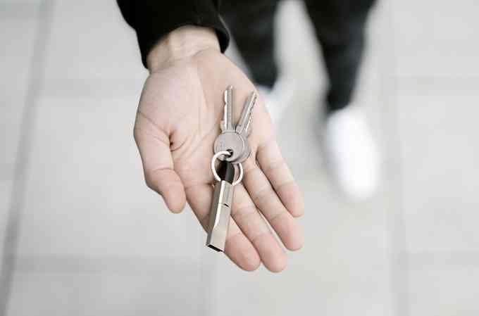 High Five, l'ingénieux câble de charge de la taille d'une clé USB