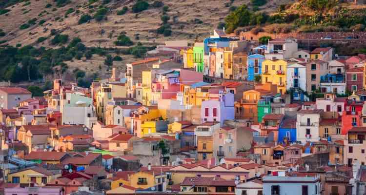 Sardaigne : 200 maisons en vente à 1€ pièce pour repeupler un petit village d'Italie