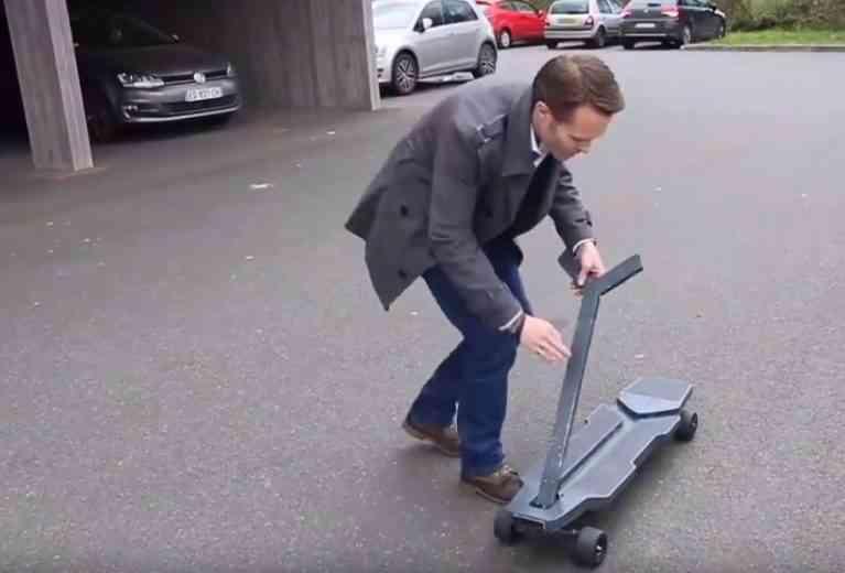 B-Lev, la trottinette électrique qui se transforme en skate (et vice versa)