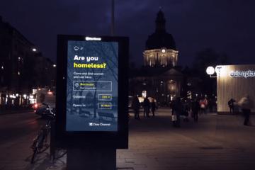 En Suède, ce panneau lumineux aide les SDF à trouver un abri pour la nuit