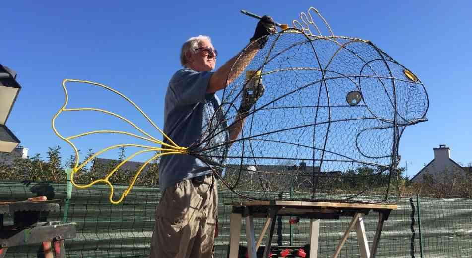 Sarzeau : Il fabrique des poissons-poubelles pour réduire les déchets dans la mer