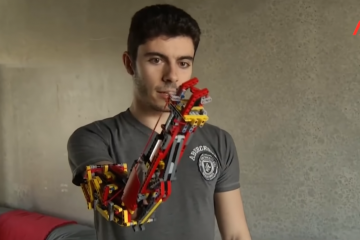 Cet étudiant espagnol se construit lui-même ses prothèses de bras en LEGO