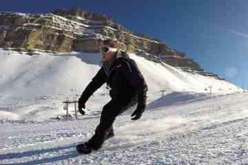 Snowfeet, un nouveau sport de glisse à mi-chemin entre le roller et le ski