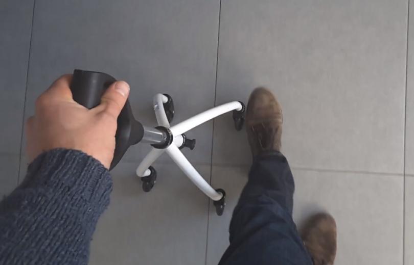 Wheeleo réinvente la canne avec un ingénieux dispositif à roulettes