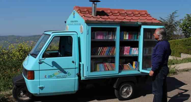 Bibliomotocarro, la camionnette-bibliothèque itinérante pour sensibiliser les enfants à la lecture