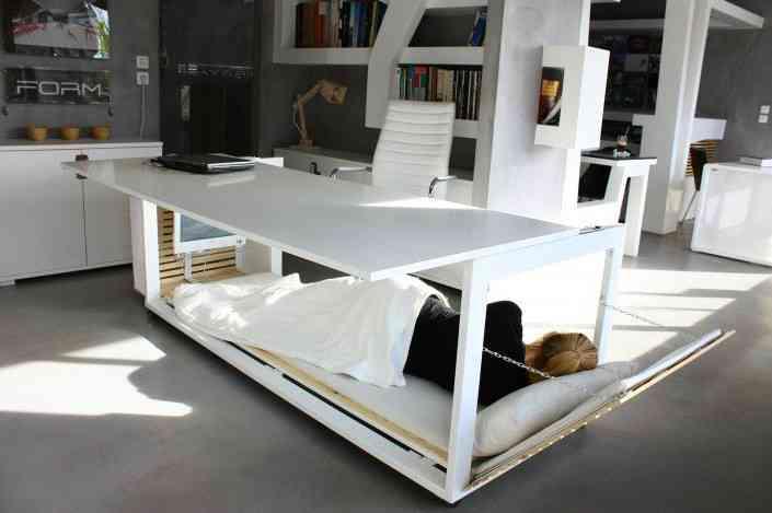 Étonnamment, ce bureau avec lit intégré permet d'être encore plus productif au boulot