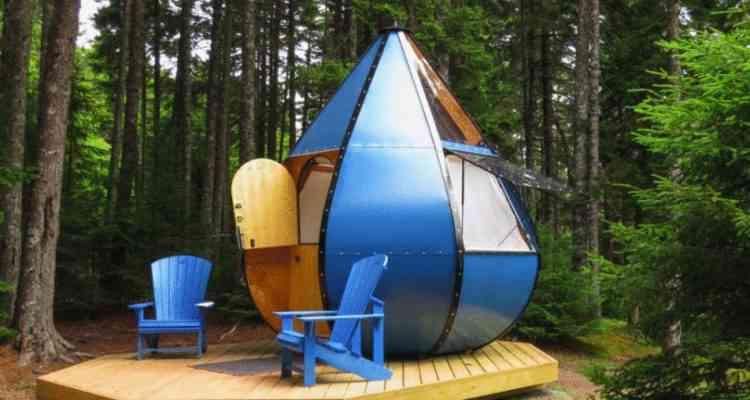 Ce camping canadien propose de dormir dans une tente en forme de goutte d'eau