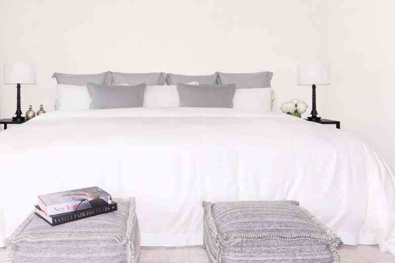 Cet gigantesque lit de 3m60 de large peut accueillir toute la famille, chiens et chats compris !