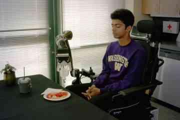 Ce bras robotisé aide les personnes handicapés à se nourrir sans dépendre des autres