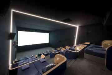 Dans ce cinéma, vous pouvez regarder un film confortablement installé dans un lit !