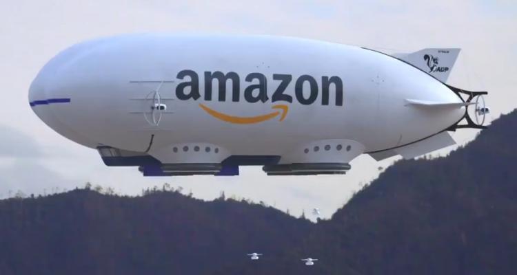 Tel un vaisseau mère, ce dirigeable Amazon déploie une armée de drones livreur (vidéo)