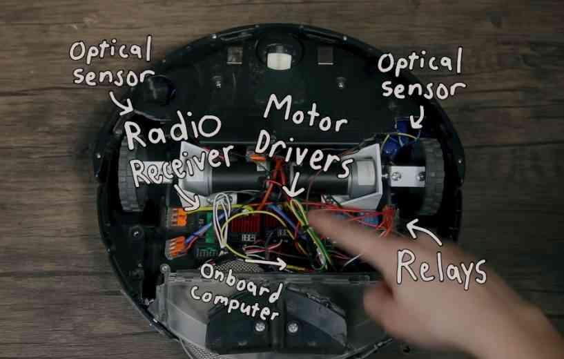 Il modifie sont robot aspirateur pour qu'il pousse des hurlements quand il se cogne