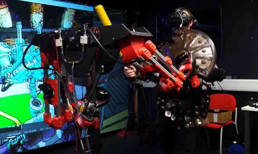 Réalité virtuelle : Il fabrique un robot boxeur qui le frappe en vrai quand il reçoit des coups en VR