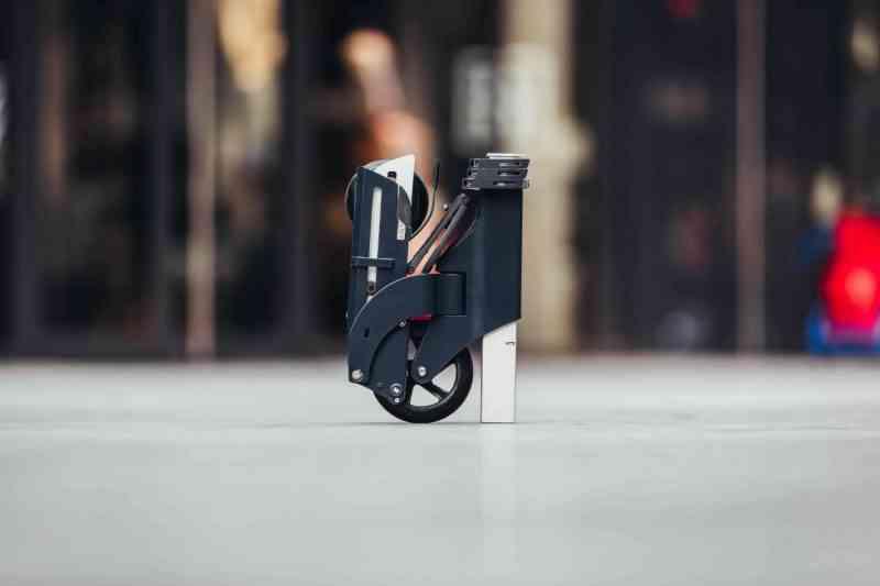 Voici Simone, la trottinette pliable la plus compacte au monde