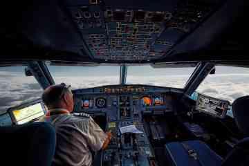 Il construit un cockpit d'Airbus A320 et un simulateur de vol avec des briques LEGO