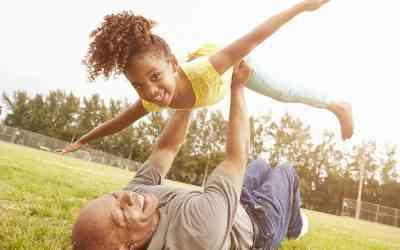 D'après une étude très sérieuse, les grands-parents qui gardent leurs petits-enfants vivent plus longtemps