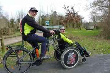 Il invente un guidon de vélo génial qui s'adapte aux fauteuils roulants