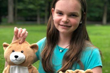 Pour les rendre moins effrayante, une fillette de 12 ans invente un ourson qui camoufle les poches de perfusions