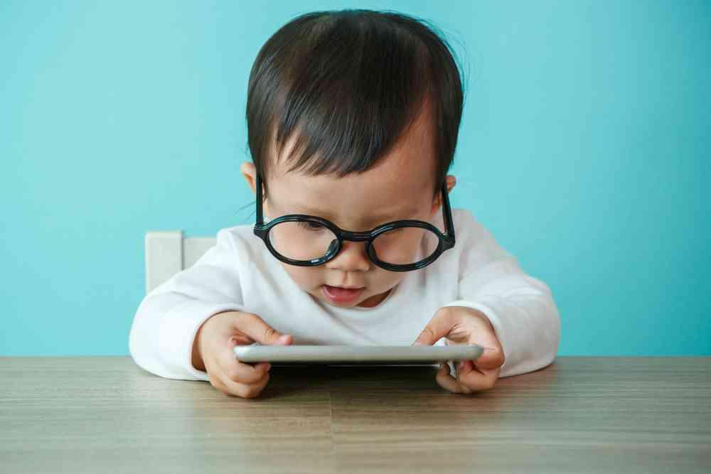 """Petit Bateau : Les vêtements """"anti-ondes"""" pour bébés sont-ils vraiment efficaces ?"""