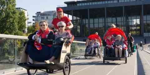 Cette association propose de balader bénévolement des personnes âgées à vélo triporteur