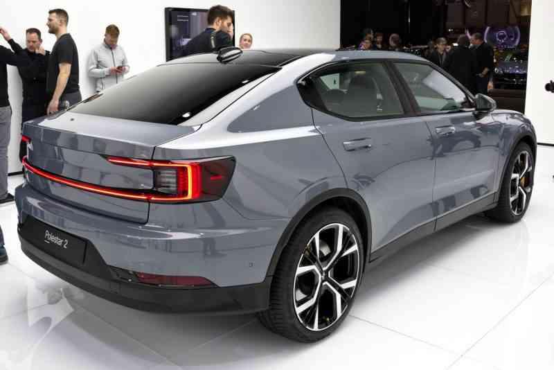 Découvrez la Polestar 2, la berline 100 % électrique qui va faire de l'ombre à la Tesla Model 3