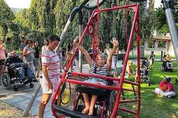 Suisse : des aires de jeux pour enfants adaptées aux fauteuils roulants