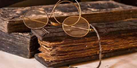 Ce livre médiéval s'ouvre de six manières différentes, révélant six livres indépendants