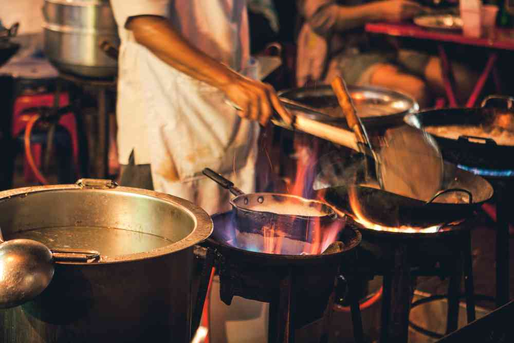 À Bangkok, un restaurant propose une soupe dont le bouillon mijote depuis… 45 ans !