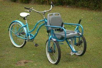 Bike Chair, un vélo équipé d'une chaise pour transporter un passager à mobilité réduite