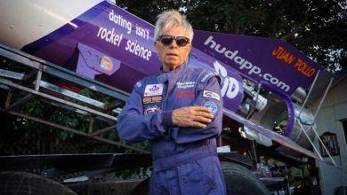 Photo de En voulant prouver que la terre est plate, Mike Hughes s'écrase et meurt à bord de sa fusée artisanale