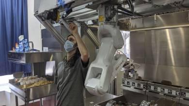 Photo de Envie d'avoir un robot cuisinier dans votre restaurant ? C'est désormais possible avec Flippy ROAR