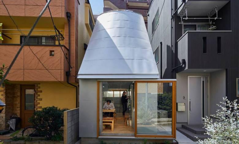 Un architecte japonais construit se propre micromaison au milieu de deux immenses bâtiments à Tokyo